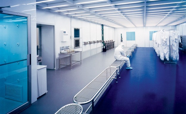 cleanroom-gowning-room-airlock